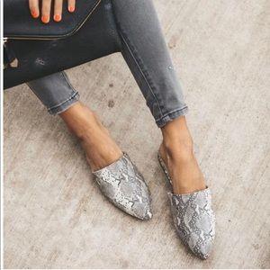 Shoes - ⚡️3RD RESTOCK⚡️SNAKE SKIN FLATS SLIP ON MULES